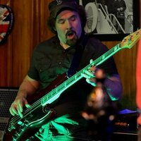 Bass guitarist with over 30 years experience gives lessons at home in Massachusetts