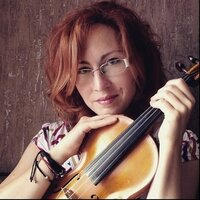 Certified violin teacher with over 10 years of experience gives lessons online.