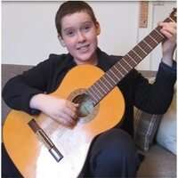 A classical guitarist with 8 years of experience offers online private lessons.