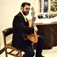 Classical guitarist with 15+ years experience teaching all styles to all ages in Portland