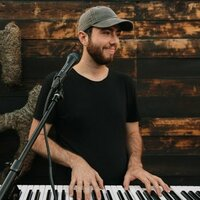 Classically trained pianist/vocalist (15+ years) and contemporary songwriter offering lessons in Asheville area!