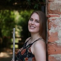 Conservatory graduate offering flute and music theory lessons with 10 years of experience