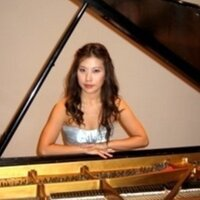 Conservatory trained pianist with over 10 years of educational experience, will teach at your home.