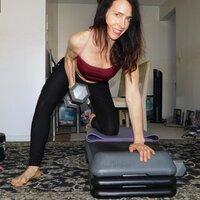 Creator of BODYFRIENDLYOGA gives vinyasa flow instruction. 22 years experience teaching yoga with a natural approach.