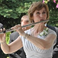 Flute players, elevate or begin your flute playing with private lessons tailored to your specific needs.
