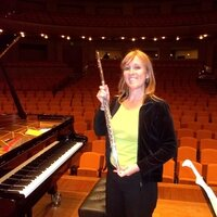 International profesional flutist to teach online flute or general music classes (bilingual Spanish/ English)