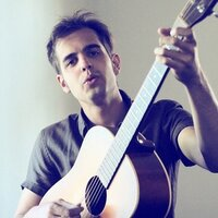 International touring artist offers music theory, guitar, piano lessons in Los Angeles