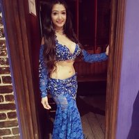 Learn the beautiful art of oriental bellydance in London! Offering private and group classes