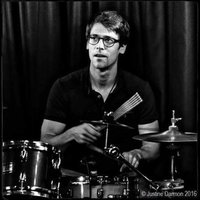 Parisian professional musician gives course MAO / MiXAGE / TAKING OF SON