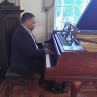 Pianist/Keyboardist with 10 years of experience giving ear training and piano lessons at home and via webcam