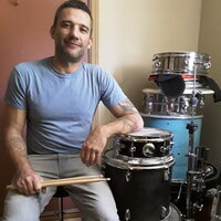 Pro drummer with 30 years of experience giving drum lessons at your home.