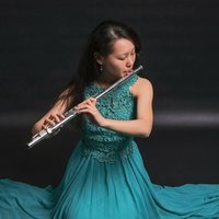 Professional flutist offering flute and music theory lessons. Tips and tricks to become a successful musician!