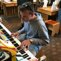 Relaxed pianist familiar with many genres and 5 years of experience in PA