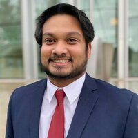 University student offering English Comprehension and Writing lessons online with 3+ years of experience.
