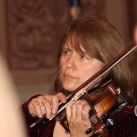 Violin/viola teacher with 30+ years of experience gives lessons to all ages
