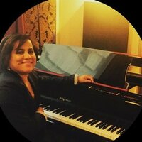 Voice teacher & Soprano who teaches in Downtown , Brickell and Key Biscayne